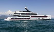 Cruising mega-yacht / explorer / with enclosed flybridge / with helideck