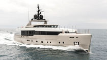 Cruising super-yacht / explorer / flybridge / displacement