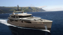 Cruising super-yacht / flybridge / aluminum / semi-displacement hull