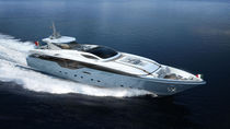 Cruising super-yacht / flybridge / aluminum / planing hull
