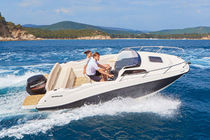 Outboard day cruiser / 5-person max. / with cabin / sundeck