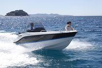 Outboard center console boat / 5-person max.