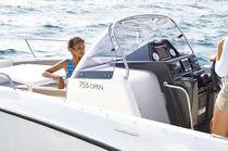 Outboard center console boat / 8-person max.