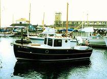 Inboard cabin cruiser / wood / classic