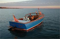 Inboard runabout / dual-console / wooden
