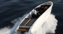 Inboard runabout / dual-console / classic / 10-person max.
