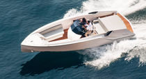 Center console monohull boat / stepped hull / 6-person max. / sundeck