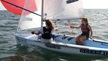 Double-handed sailing dinghy / regatta / symmetric spinnaker / single-trapeze
