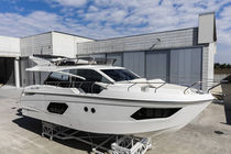 Inboard express cruiser / IPS POD / flybridge / 3-cabin