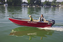 Outboard small boat / 3-person