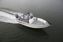 Outboard center console boat / sport-fishing / 6-person max.