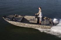 Outboard jon boat / center console / sport-fishing / 5-person max.