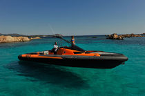Inboard inflatable boat / outboard / triple-engine / semi-rigid