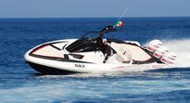 Outboard inflatable boat / triple-engine / semi-rigid / center console