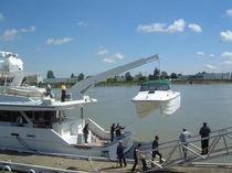 Yacht davit / hydraulic / telescopic / rotary operated
