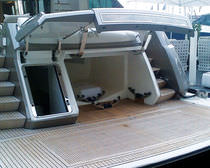 Garage hydraulic system / for boats / for yachts