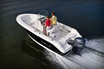 Outboard center console boat / sport-fishing / 8-person max.