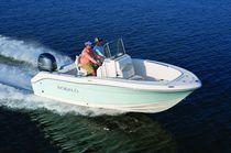 Outboard center console boat / sport-fishing / 8-person max.
