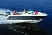 Outboard runabout / bowrider / wakeboard / 10-person max.