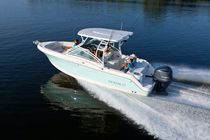 Twin-engine runabout / outboard / bow-rider / sport-fishing