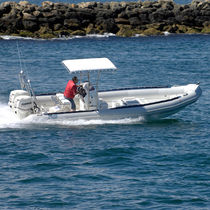 Inboard dive support boat / outboard
