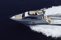 Cruising luxury motor-yacht / flybridge / planing hull / 3-cabin