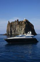 Cruising luxury motor-yacht / flybridge / planing hull