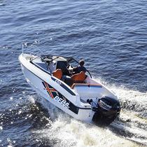 Outboard runabout / bowrider / 6-person max.