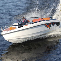 Outboard runabout / bowrider / 7-person max.