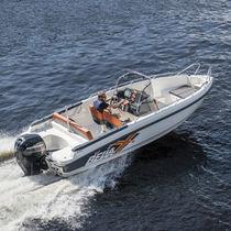 Outboard center console boat / 7-person max.