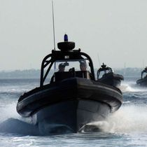 Twin-engine patrol boat / outboard / inflatable boat / center console