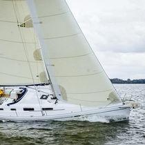 Genoa / for cruising sailboats / Dacron® / cross-cut