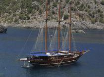 Classic sailing super-yacht / cruising / open transom / 8-cabin