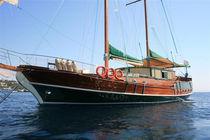 Classic sailing yacht / cruising / open transom / 3-cabin