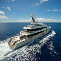 Expedition luxury super-yacht / wheelhouse / steel / displacement hull