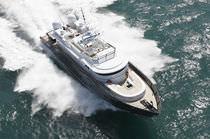Cruising luxury super-yacht / flybridge