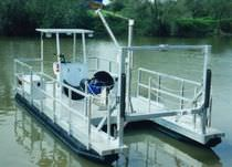 Outboard work boat / pontoon boat