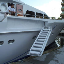 Yacht ladder / retractable / boarding / manual