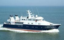 Offshore mega-yacht / explorer / raised pilothouse