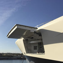 Ship side shell door / for yachts