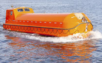 Totally enclosed totally enclosed lifeboat for ships / for ships