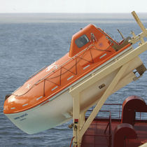 Freefall totally enclosed lifeboat for ships / for ships