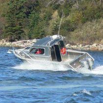 Outboard cabin cruiser / hard-top / aluminum