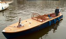 Inboard runabout / stepped hull / wooden / classic