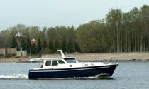 Inboard express cruiser / displacement hull / wheelhouse / 6-person max.