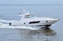Outboard express cruiser / open / sport