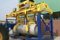 Container spreader / for loaded container handlers / telescopic