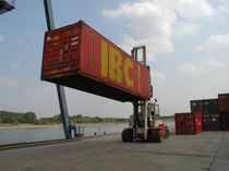 Container spreader / reach-stacker / telescopic