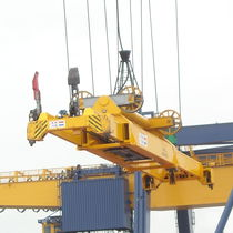 Mobile harbor crane spreader / for containers / telescopic
