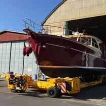 Handling trailer / shipyard / self-propelled / remotely controlled